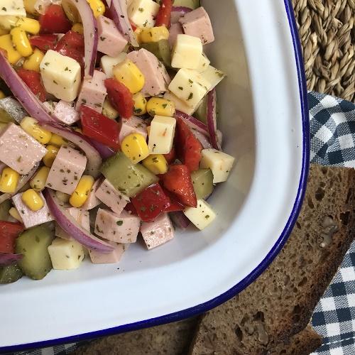 bunter Käse-Wurst-Sattmachersalat