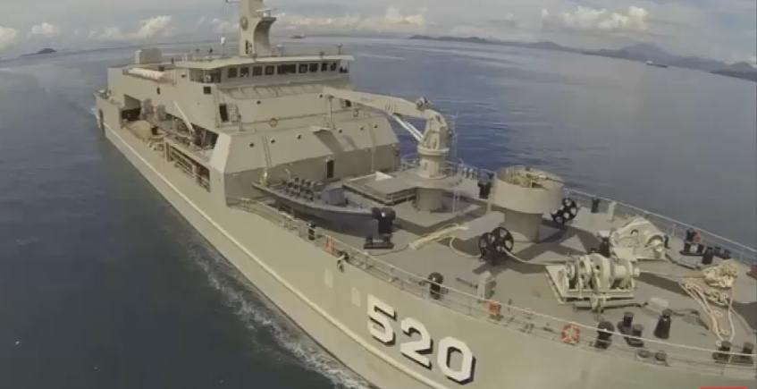 Gambar kapal perang type LST terbesar