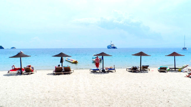 Skiathos island Koukounaries beach.Skijats ostrvo Kukunaries plaza.