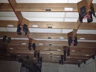 Cách lắp đặt loa ru trong nhà yến.
