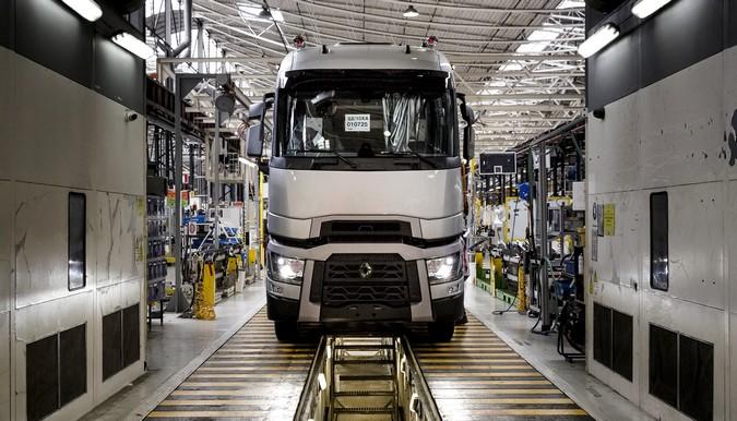 Renault Trucks interrompe produção de caminhões