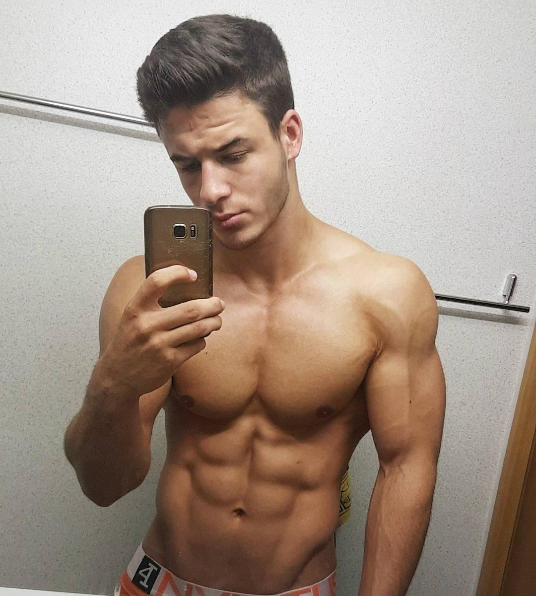 ripped-shirtless-hunk-young-slim-bad-boy-sixpack-abs-pecs-dude-selfie
