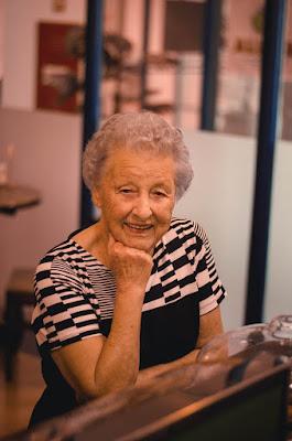 stara-baka-ruza-naborano-lice-portret