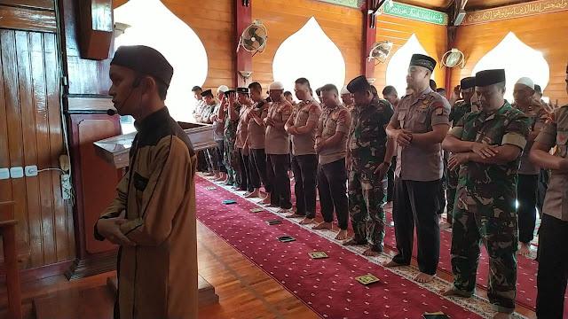 Personel Yon C Pelopor Sat Brimob Shalat Gaib dan Doa Bersama Buat Almarhum BJ Habibie