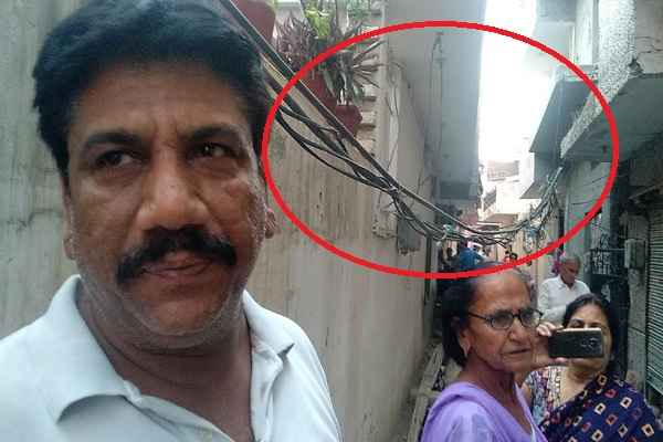 electricity-wire-in-gandhi-colony-inviting-accident-like-sharma-ji
