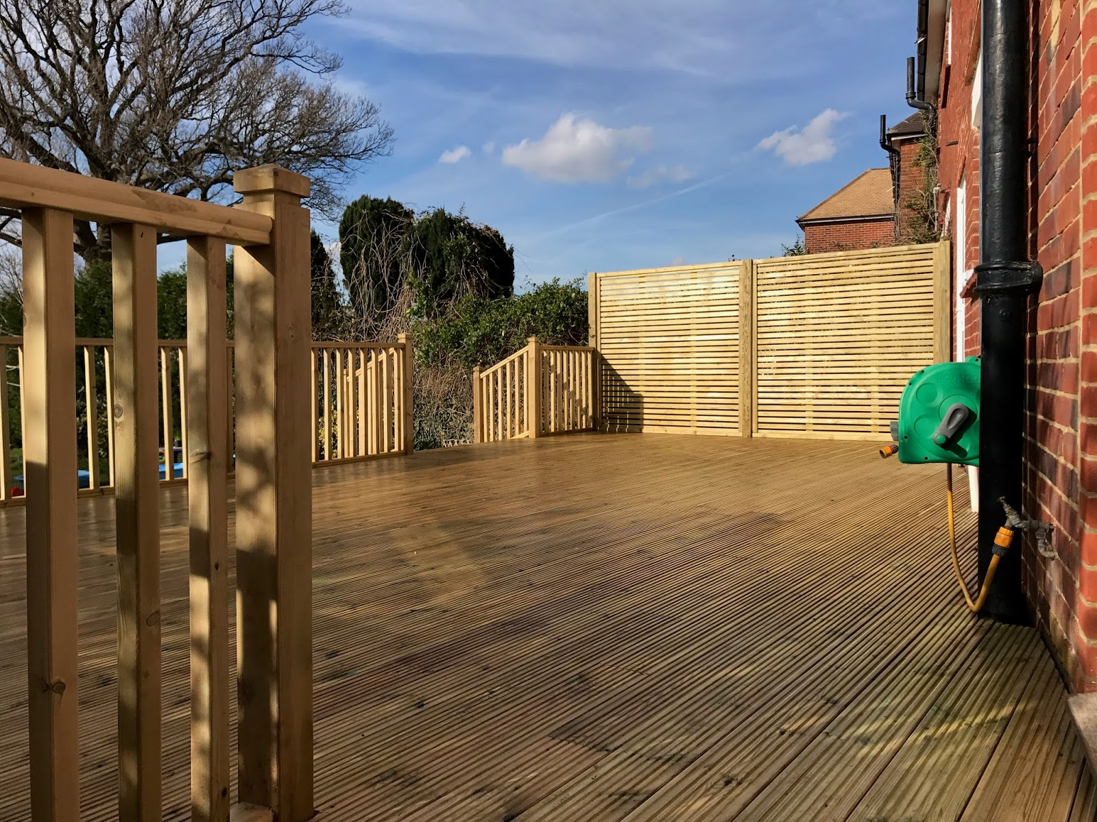 What type of decking should i choose ayegardening ltd for Cedar decks pros and cons