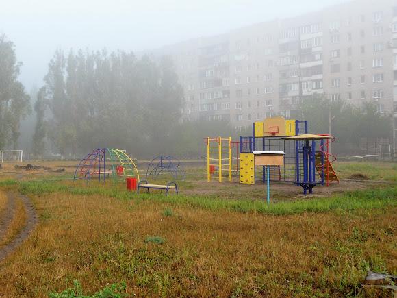 Авдеевка. Детская площадка на микрорайоне Химик