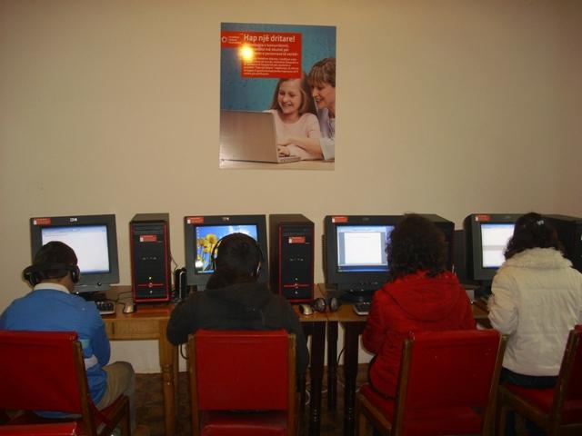 Kursi i kompjuterit foto 1