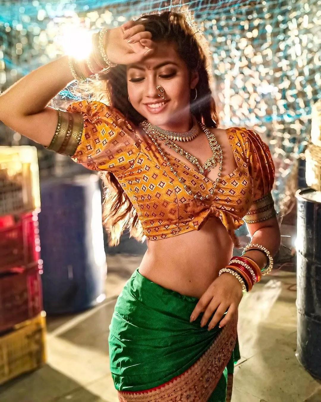 reem shaikh marathi look photo in saree