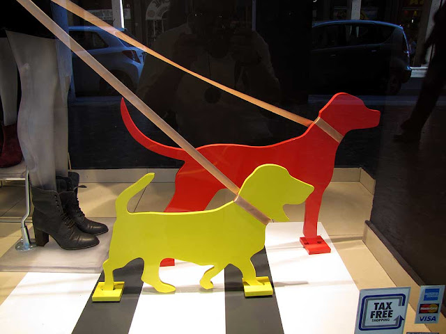 Silhouette dogs, shop window, via Grande, Livorno