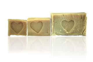 SHEA mydło naturalne dla skóry dojrzałej odżywia i pielęgnuje skórę. Mydlarnia Rudy KOt w Pasterce w Górach Stołowych