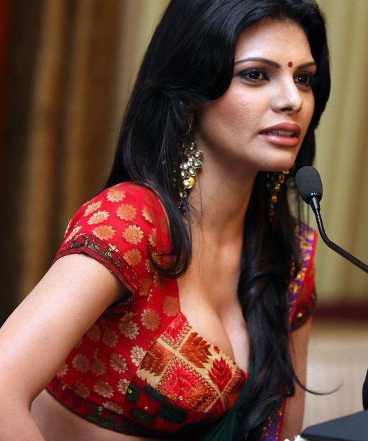 Naked Sherlyn Chopra Mona Chopra 32 Photo Ass, Facebook-8547