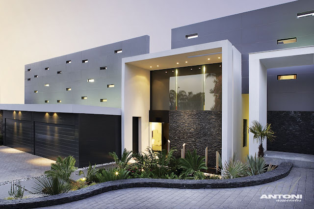 Picture of the entrance into the dream home in South Africa