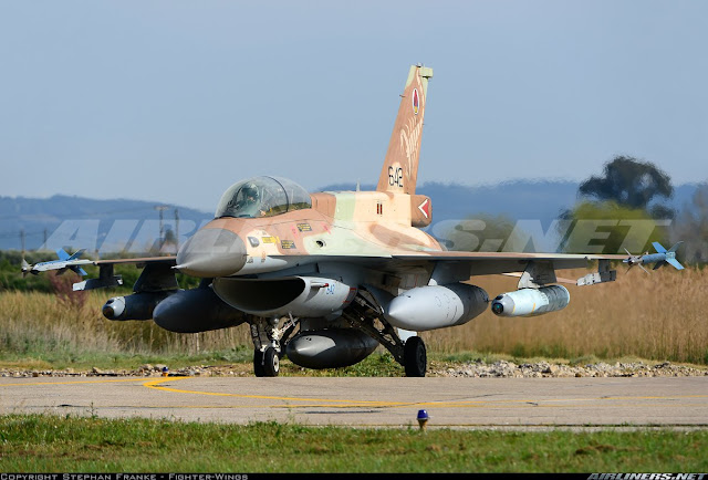 An Israeli F-16 fighter equipped with training copies of the Delilah missile. It does not fire, but records the data of the navigator in his dealings with the targets.