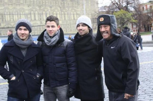 The jonas blog jonas brothers d a libre en mosc - Jonas brothers blogspot ...