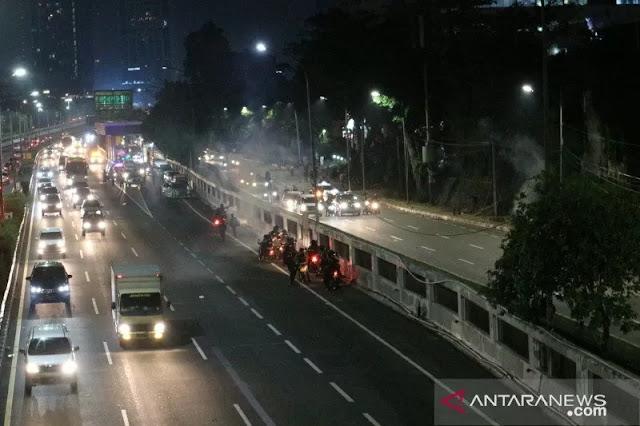 Massa Tidak Dikenal Lempari Petugas, Polisi Tembakkan Gas Air Mata