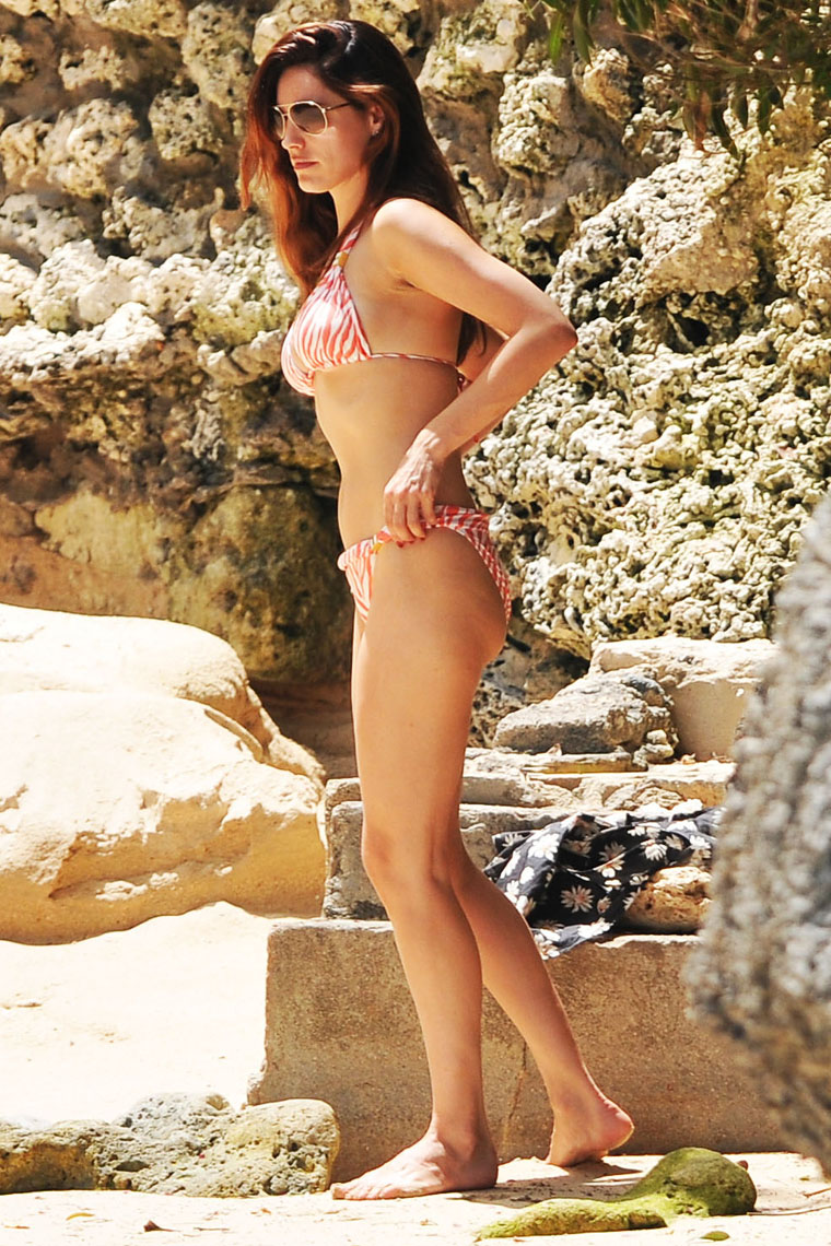 Kelly Brook Hot Bikini Photo