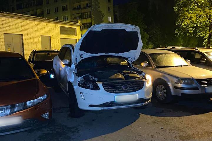 Apvidus auto cietis no zagļiem