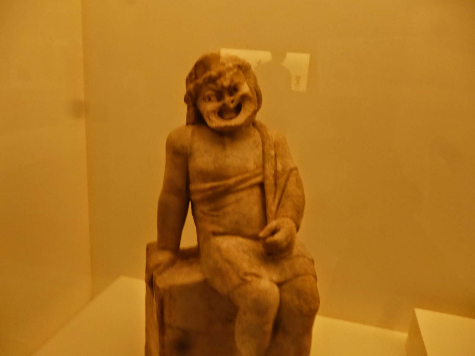 Laughing Statue - Bendigo Art Gallery
