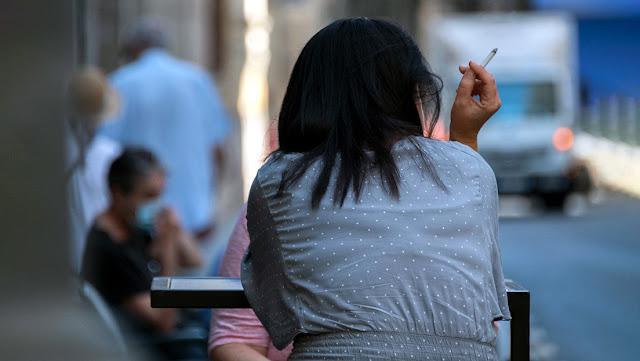 España cierra el ocio nocturno y prohíbe fumar en la vía pública