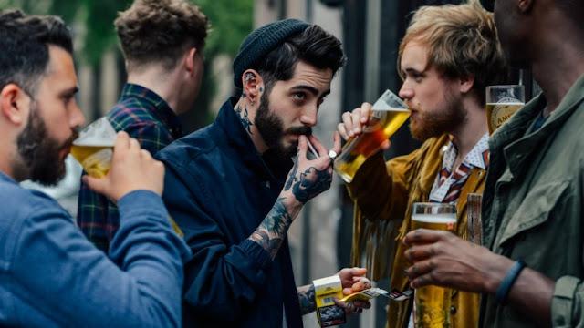 Δικαίωση: Όσο συχνότερα πηγαίνεις για μπύρες, τόσο πιο ευτυχισμένος γίνεσαι
