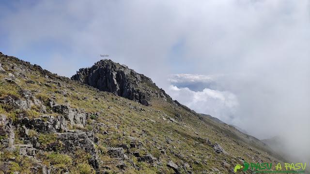 Llegando a la cima del Tapinón