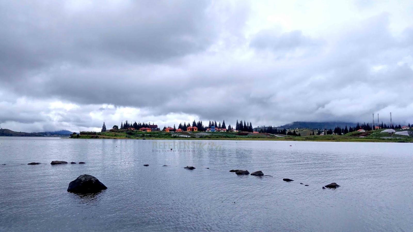 wisata danau kembar dan ini adalah wisata danau diateh yang sejuak dan ada villanya