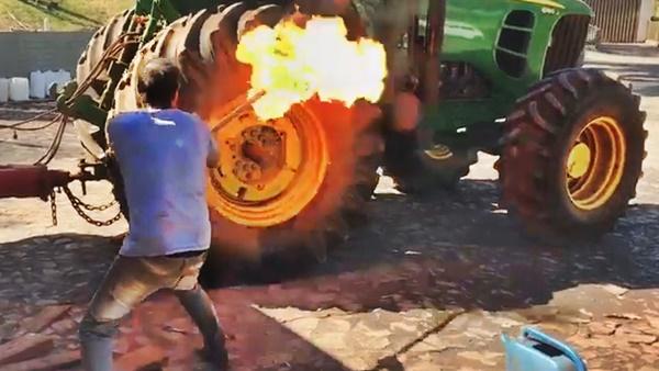 fogo pneu trator