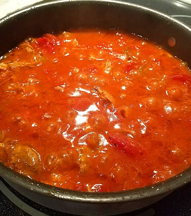 this is a big pan of sauce simmering with peppers and garlic to make Spanish Rice