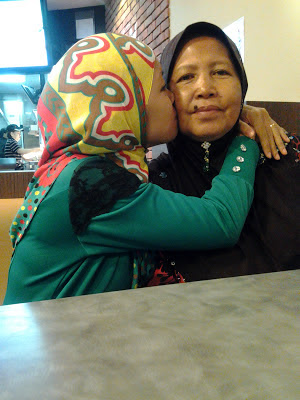 chempaka mohd din loves mom singapore