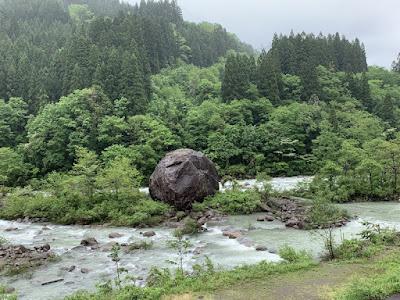 百万貫の岩