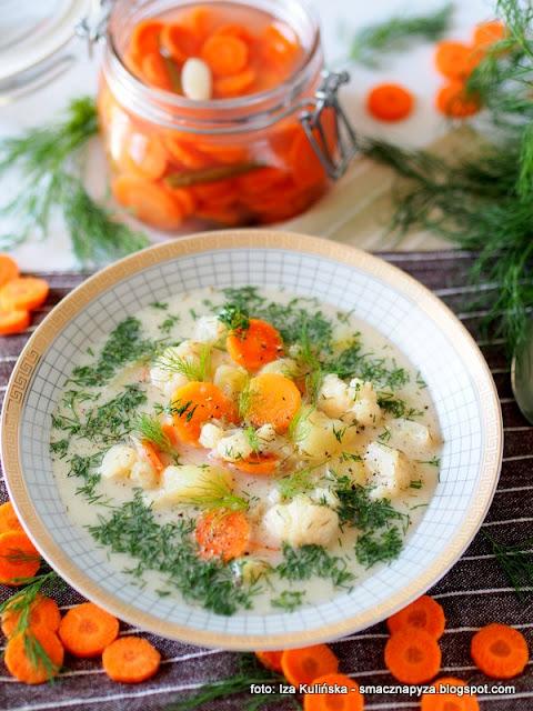 zupa kalafiorowa na kwasno, zupa z kalafiora, kalafior, kwiaty jadalne, warzywa, kiszona marchewka, szybko i tanio, proste dania, domowe jedzenie