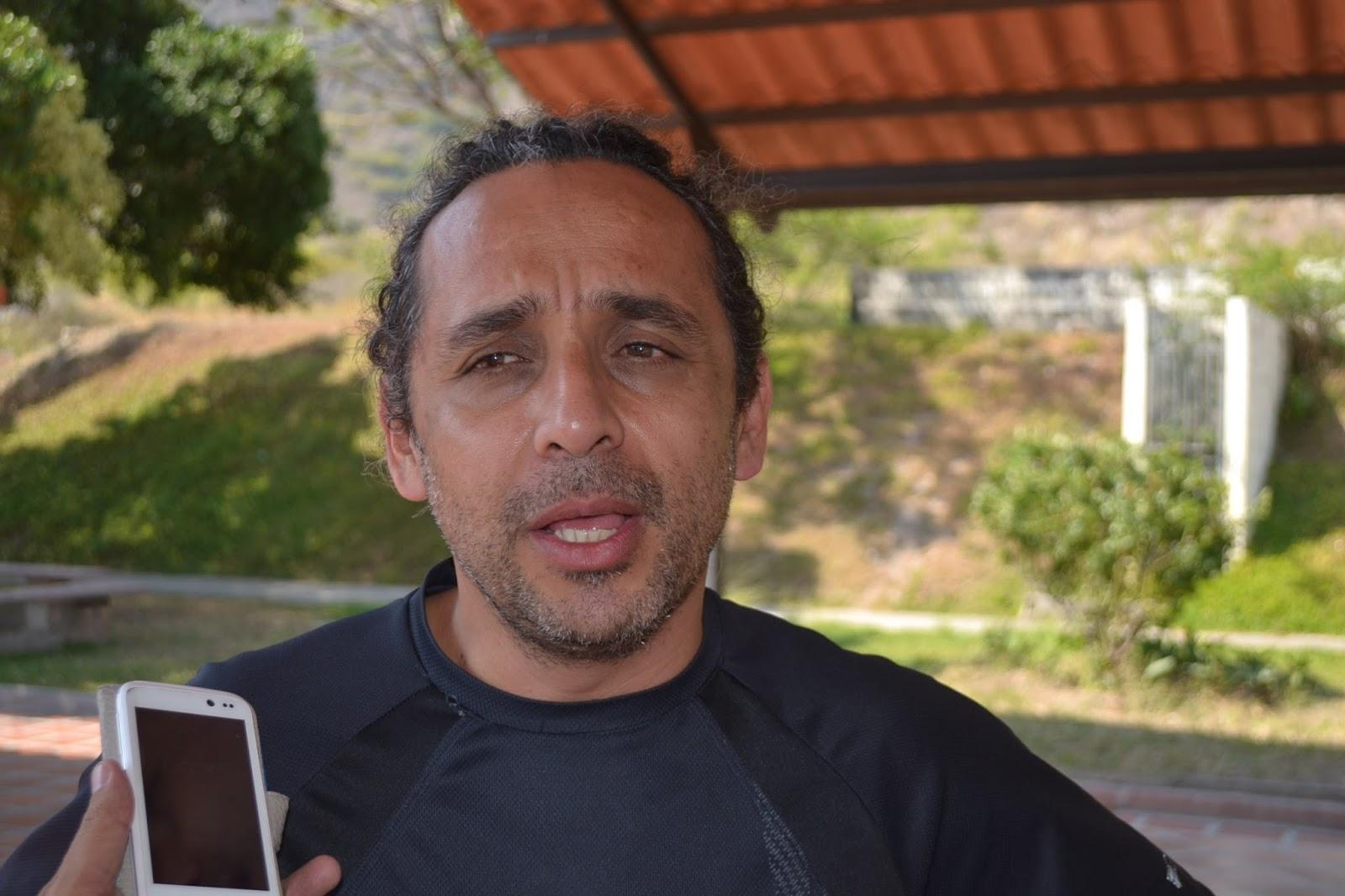 Apula informa on line problem tica de profesores for Profesores en el exterior
