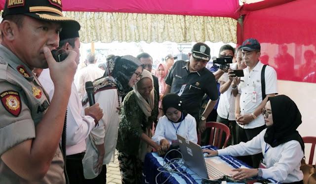 Wabup meninjau Pilkades Sarikemuning yang menggunakan e-voting