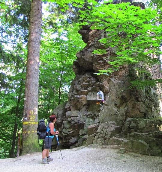 Kapliczka przy zejściu z Iglicznej do Międzygórza.