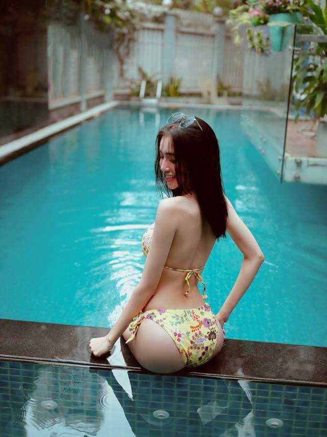 Đứng hình vì Elly Trần mặc nội y khoét cao bị fan đề nghị mặc quần vào