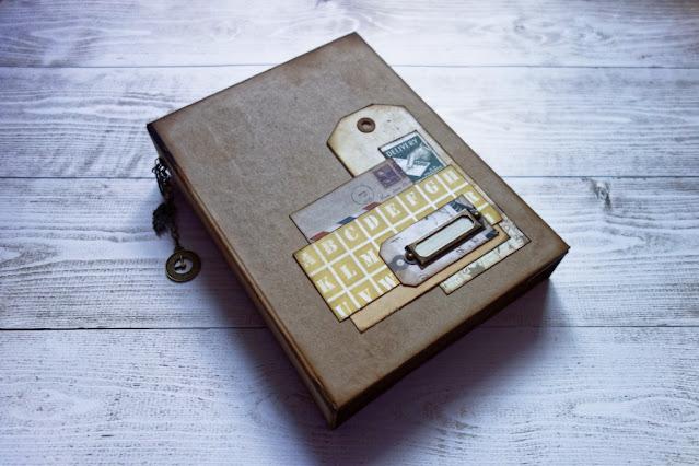 Albumik pocztowy z kopert na kółkach
