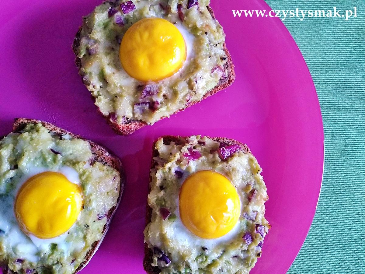 Kanapki z awokado i jajkiem - pieczone w piekarniku
