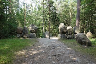 Pomnik ku czci leśników pomordowanych w okresie II wojny światowej, okolice rezerwatu Bukowa Góra