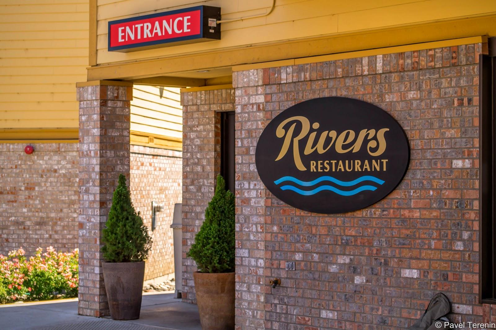 мы несказанно были рады обнаружить самый настоящий ресторан в городке Патерос