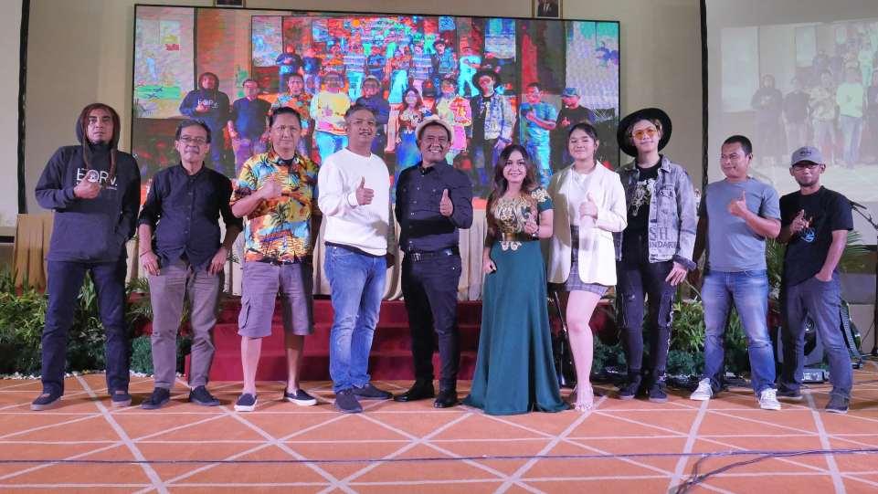 Foto bersama di acara Press Conference OST Web Series Mimi Mintuno Tresno pada Minggu, 30 Mei 2021 di Yogyakarta. (Dok. Istimewa)
