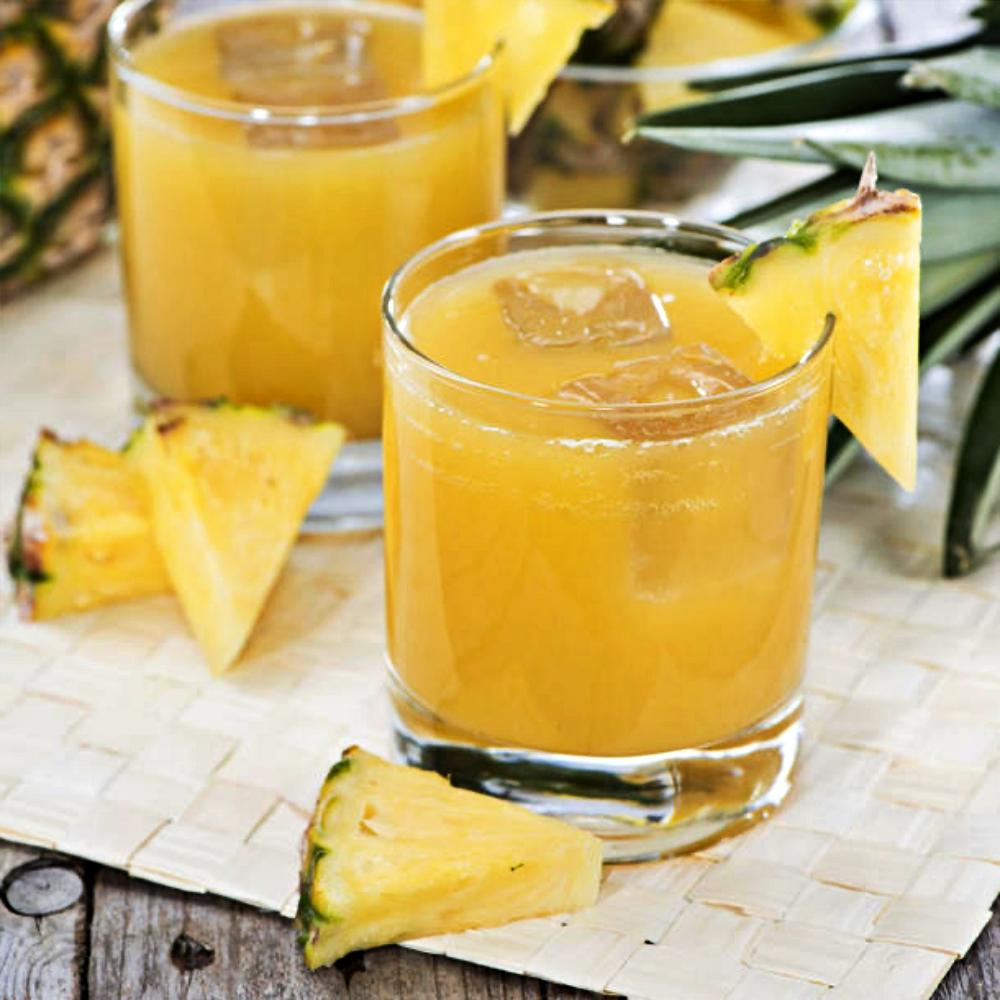 Alkoholfreier Ananas-Sekt ist im Sommer super erfrischend