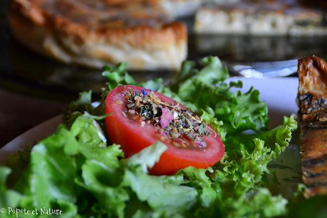 Tarte feuilletée aux fanes de betterave, courgettes et noisette © Popote et Nature