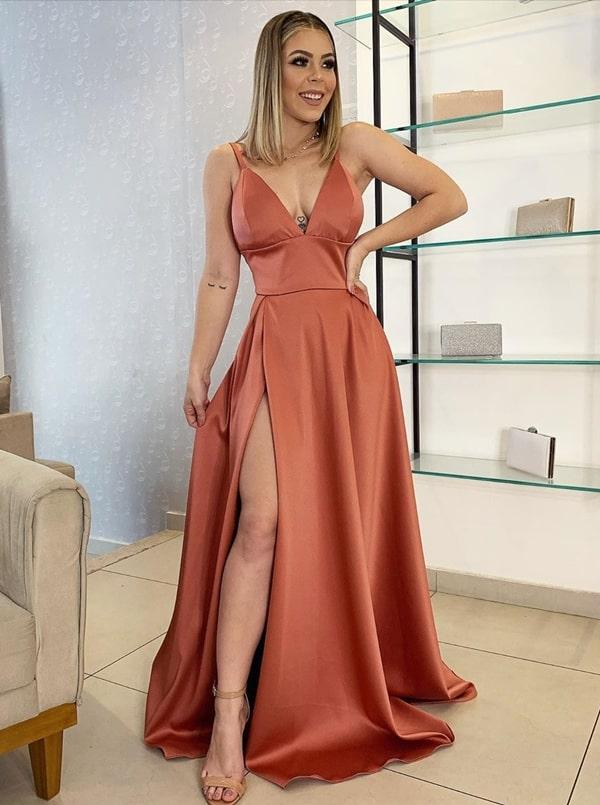vestido longo terracota com fenda para madrinha de casamento