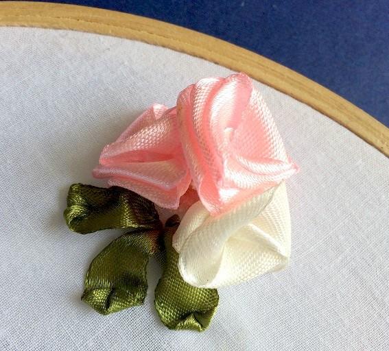 Thêu hoa gấp bằng ruy băng - Hình 1