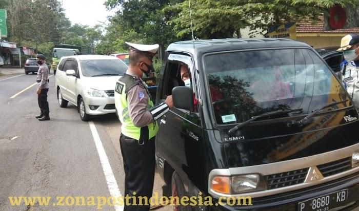 Tiga Hari Pelaksanan PPKM Darurat,  Polres Blitar Tutup Kafe Hingga Putar Balik Puluhan Kendaraan dari Luar Daerah