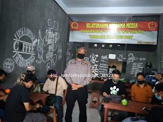 Mewakili Danrem GAPU, Kapenrem 042 Bersama Media Peringati HUT Ke-70 Penerangan TNI-AD Makan Bersama.