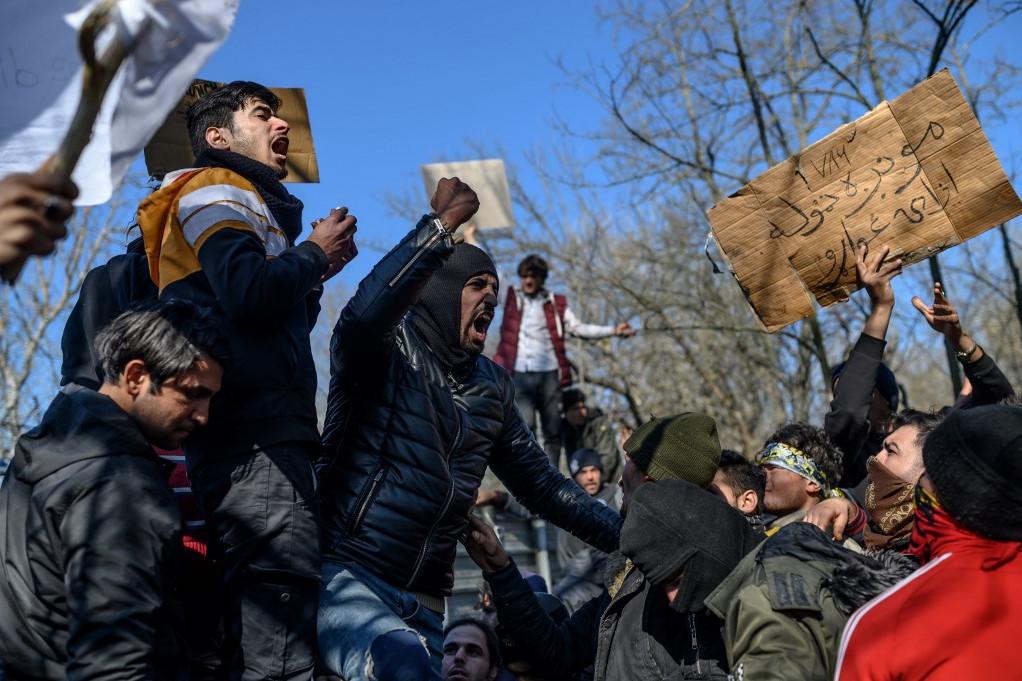 Islamo valstybės teroristų invazija į Graikiją. Austrijos kancleris kategoriškai prieš imigrantų priėmimą