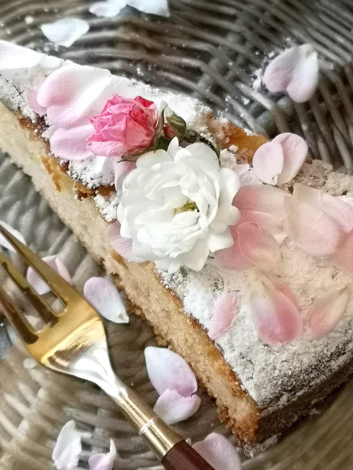 torta al profumo di rose