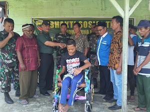 Bhakti Sosial TNI Peduli Tuna Daksa, Koramil 05/Sail Berikan Bantuan Kursi Roda